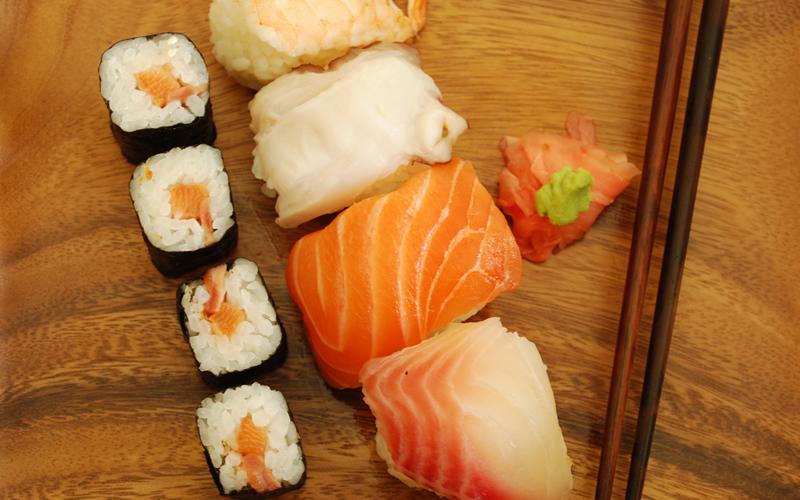nigiri-maki-sushi-meal-salmon_800.jpg