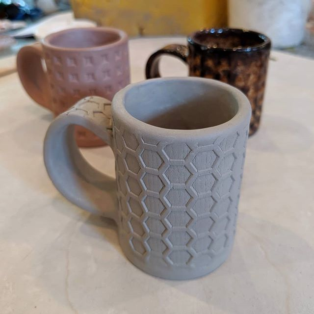 I am trying out a new texture and clay for my espresso mugs. While it may look light gray right now, this clay matures to a beautiful speckled tan. It contains granular manganese which not only leaves unglaze surfaces covered in shiny dark speckles, but also reacts with some glazes. Swipe to see my favorite glazes for this clay! . . . . . #espressomug #espresso #ceramicmugs #honeycomb #hexagon #potterystudio #doubleshot #makersmovement #slabbuilt #miffyyost #foxglovestudio #foxglovestudiopottery