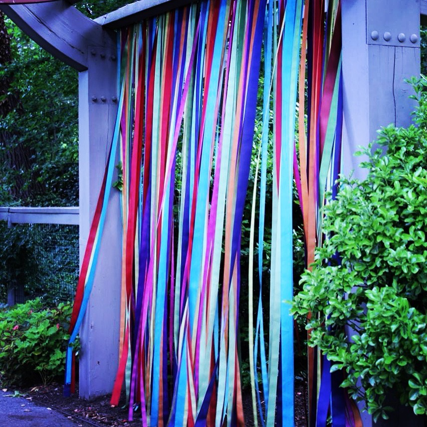 This ribbon entrance to the kids garden is one of my favorite things, I'd love to do this in my garden!