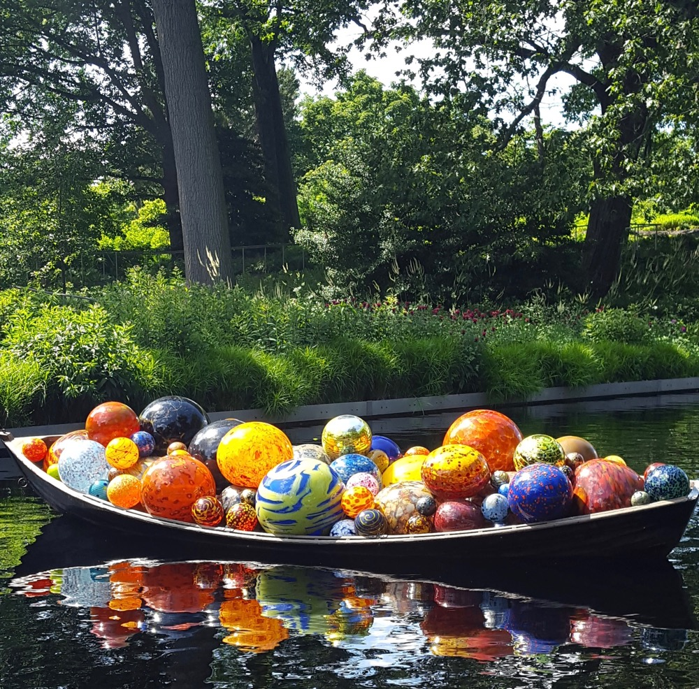 Spoiler Alert! The following are photos of the Chihuly Exhibition. If your not in the area have a look if you are in the NY area go see the exhibit it's wonderful! Enjoy!