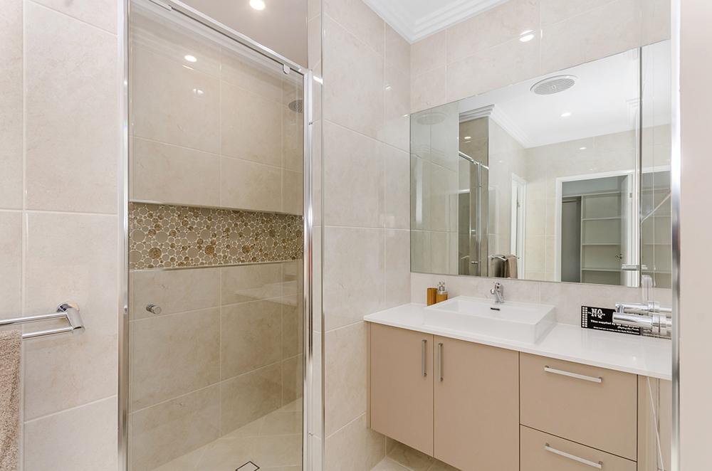 Harris Crossing Display Home   Floor - Marmo Crema Gloss 500x500  Walls - Marmo Crema Gloss 500x500  Niche - Glass Shell Bubbles 300x300