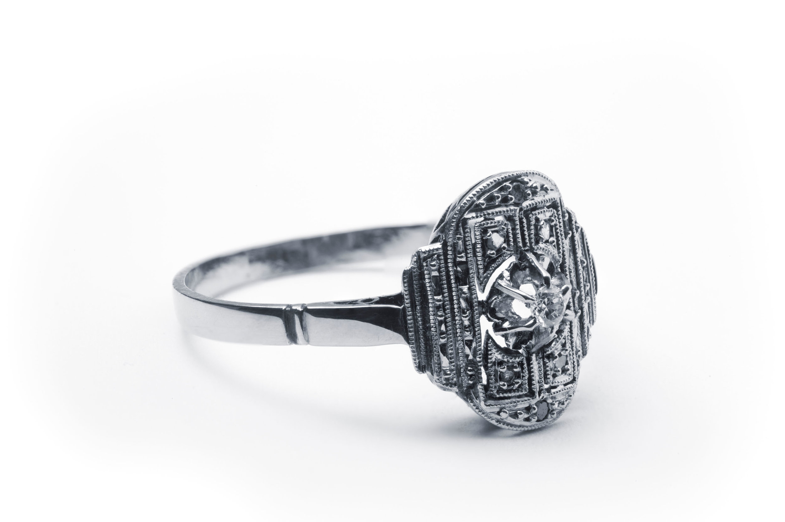 A platinum ring of the Art Deco style (France, circa 1930).jpg