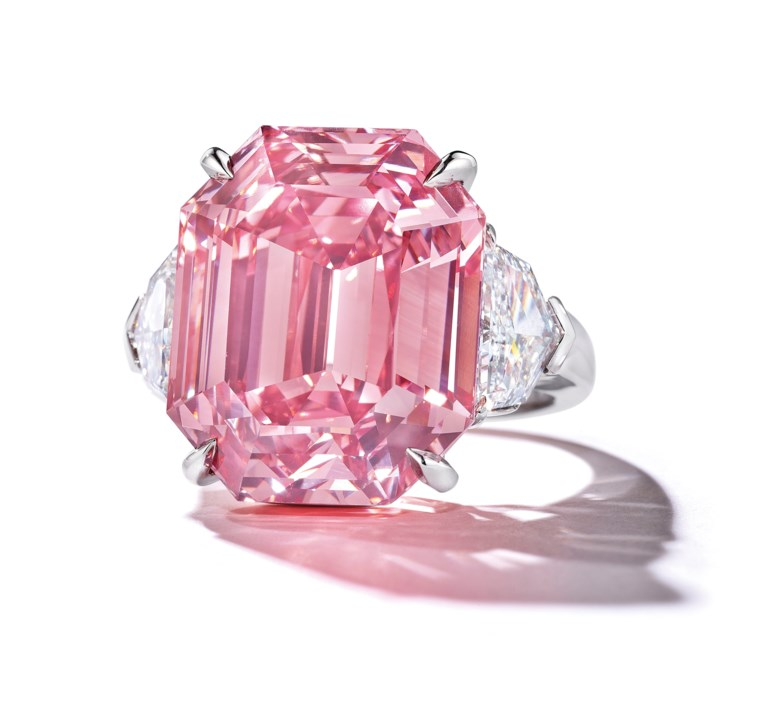 2018_GNV_16112_0311_000(the_pink_legacy_a_sensational_coloured_diamond_ring).jpg