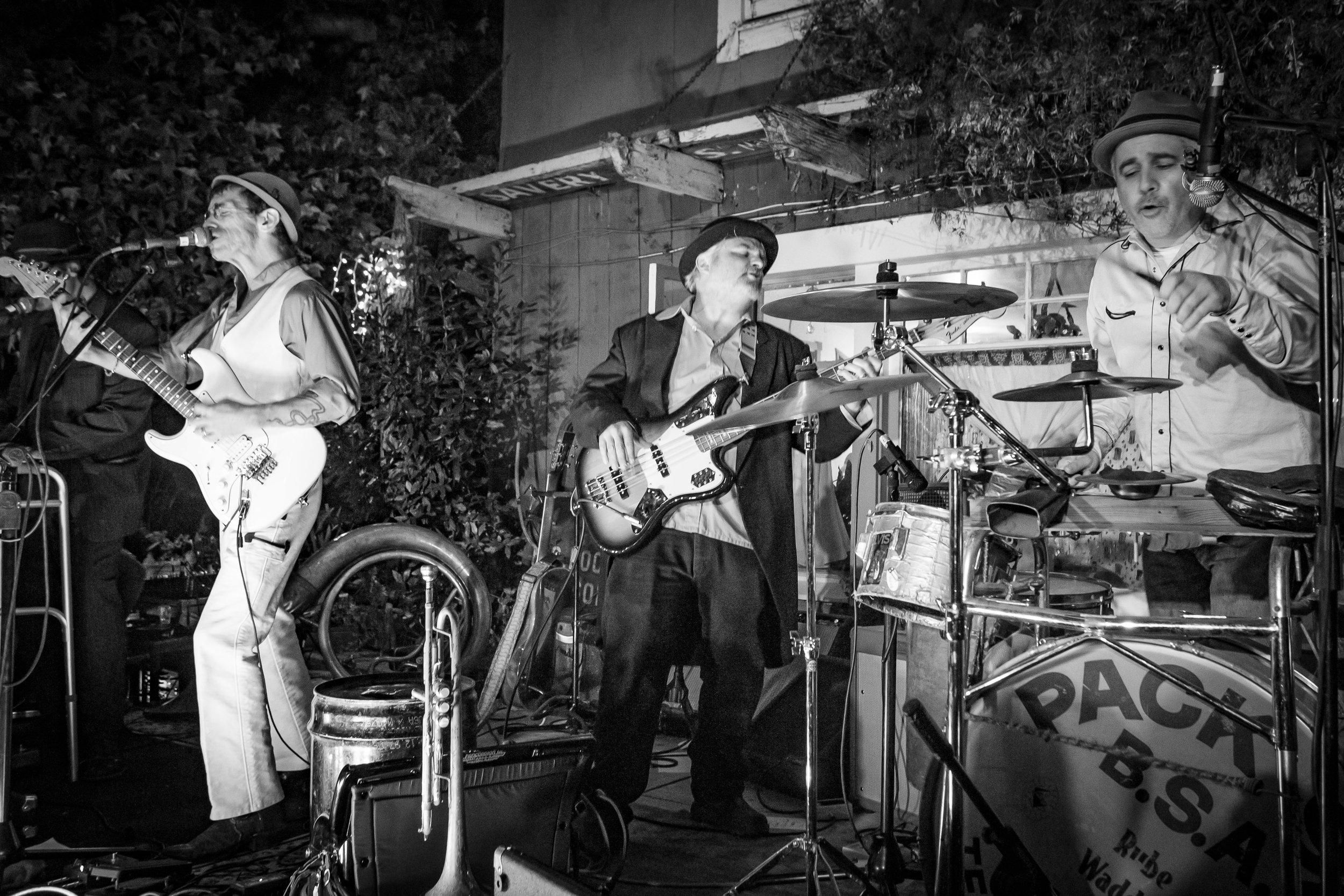 Shadetree-open-studio-party-201.jpg