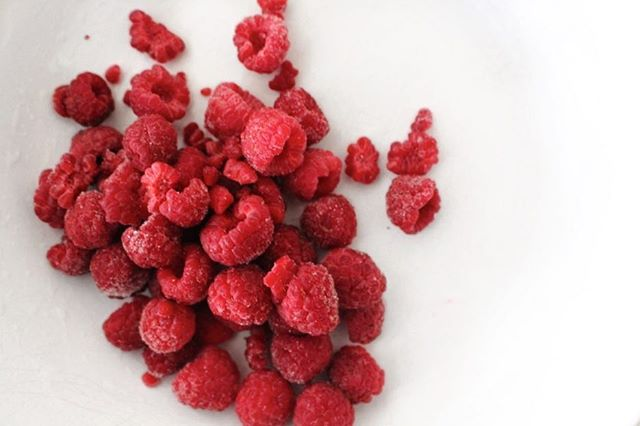 ❤️DID YOU KNOW❤️ Raspberries boost immunity and protects against cancer! They're also delicious 👏🏼 #thursdayvibes