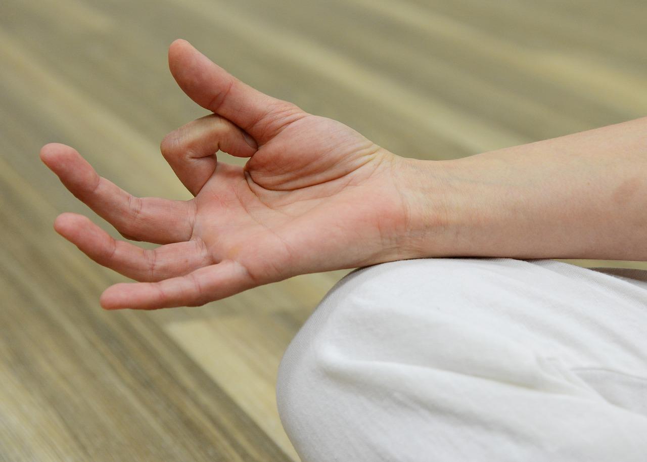 finger-2307828_1280.jpg