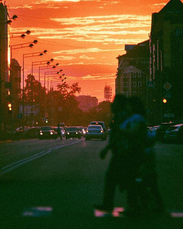 A Tuesday night in the city. 📸@kononcevart #analog #35mm #life #film #camera #expo #photo #russia #canoneosr #vscocam #style #colour #bokeh #35mmfilm #photographer #tyumen #art #photooftheday