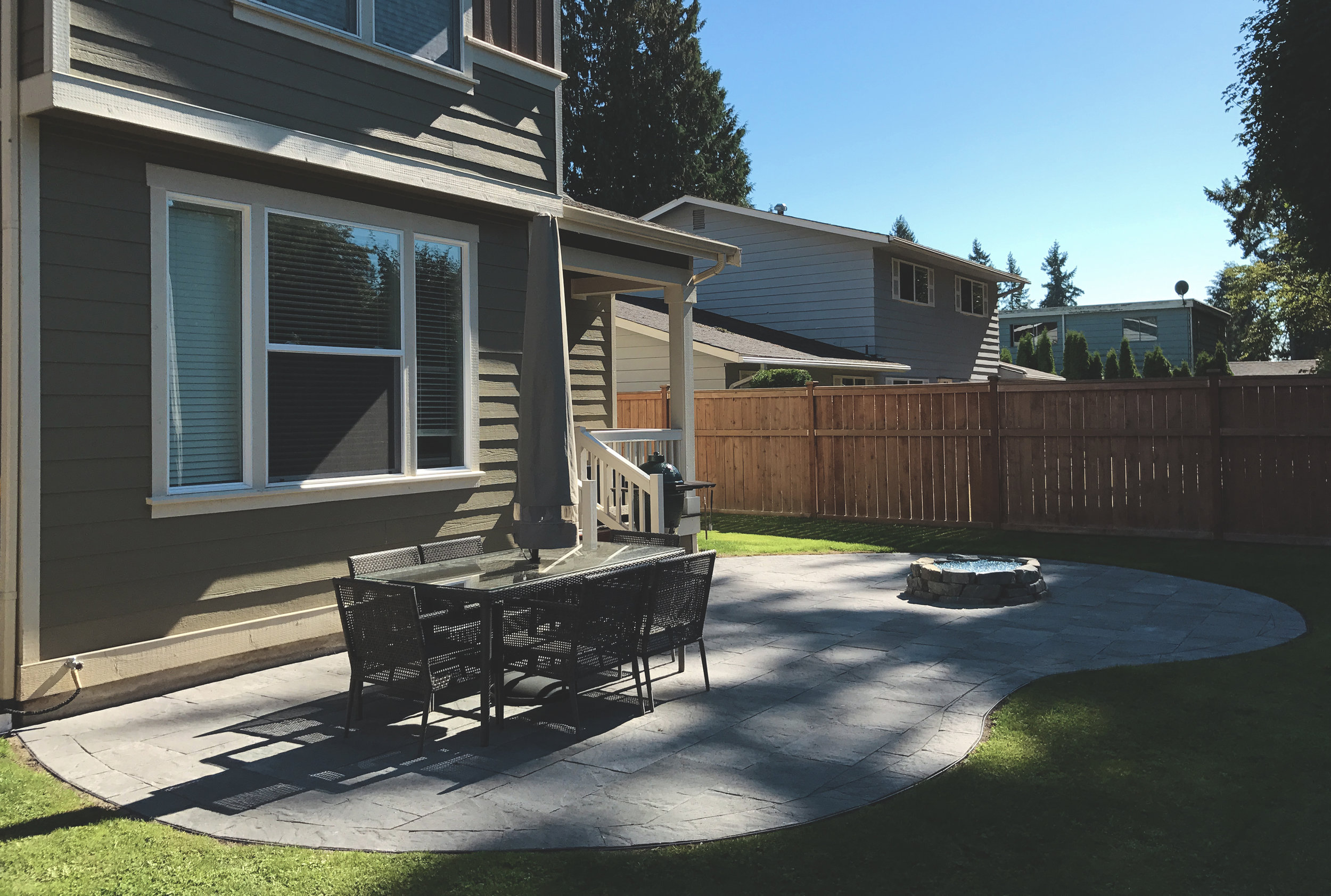 Kidney bean paver patio  (Built with Columbia Slate pavers)