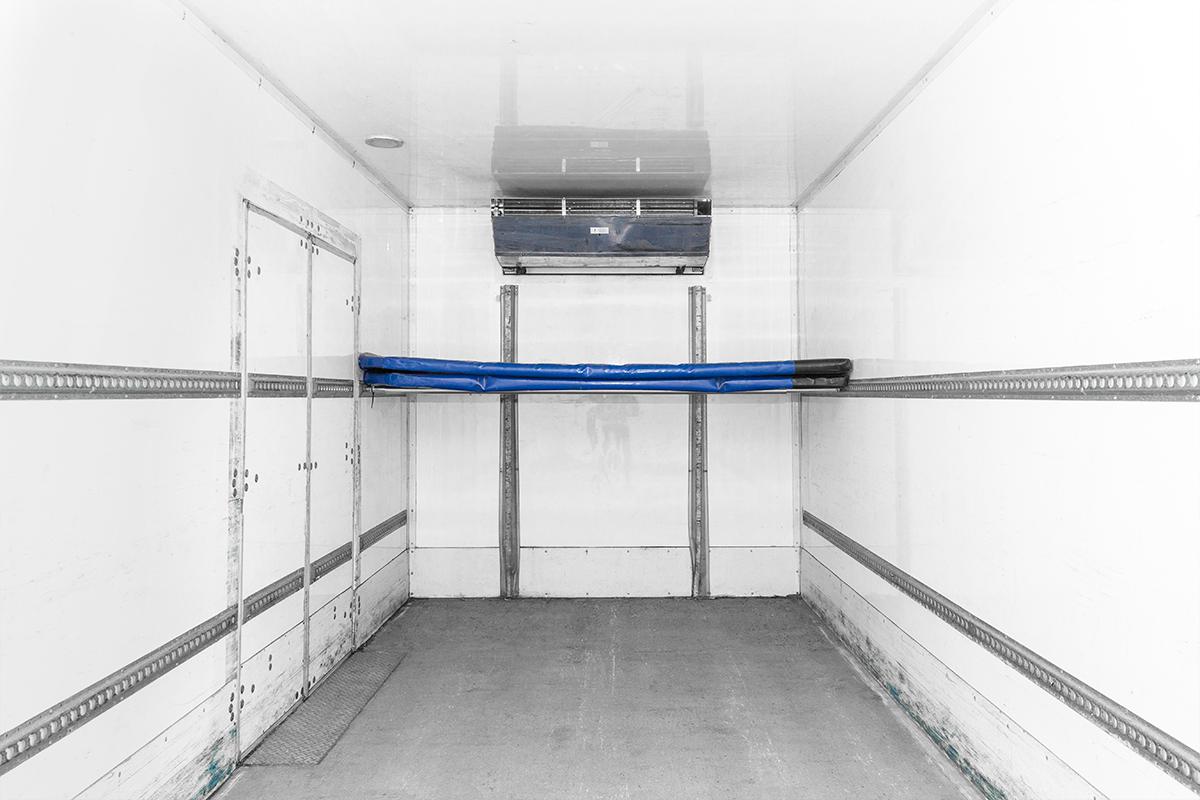 Hino-14Pallet-rental-truck-box-interior2.png