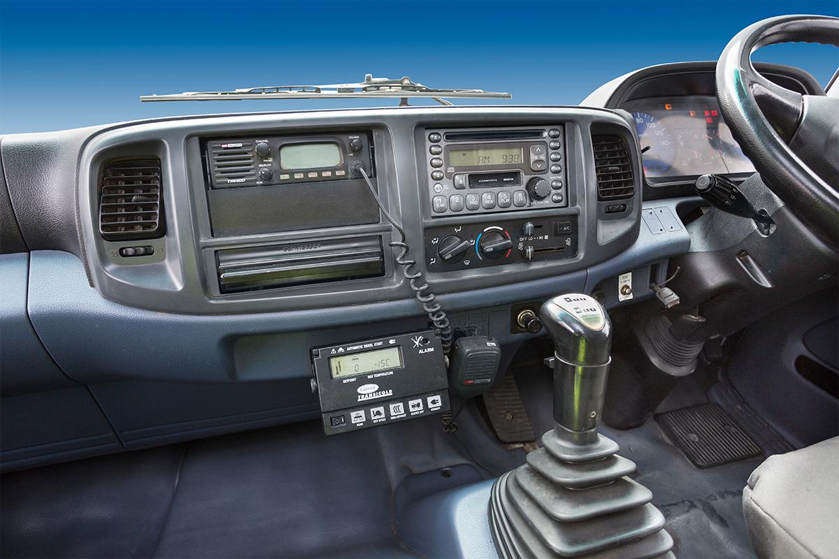 Hino-14Pallet-rental-truck-cabin4.png
