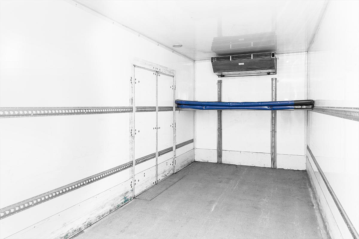 Hino-14Pallet-rental-truck-box-interior3.png