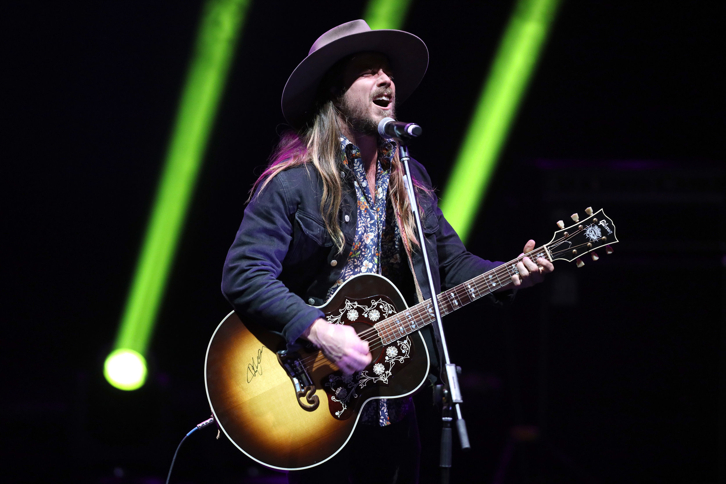 """Lukas Nelson performing """"Shallow"""" at the 9th Annual Guild of Music Supervisors Awards 