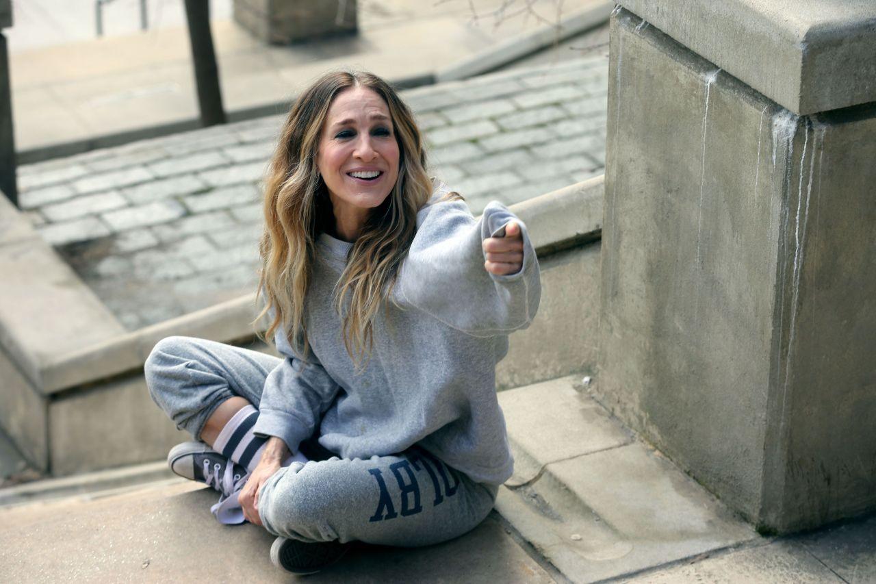 sarah-jessica-parker-divorce-season-3-filming-02-05-2019-0.jpg