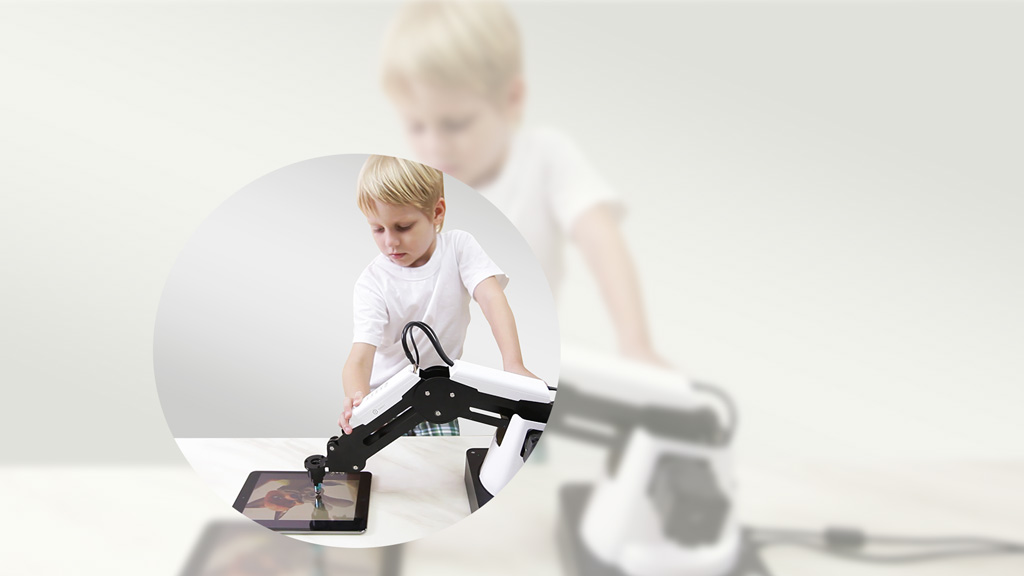 Handhold teaching - Dobot Magician can be used in any household or company. The handhold teaching feature lets you control a robotic arm without any limits.This will allow you to work precise but even for children it is a fun feature to interact with Dobot Magician.