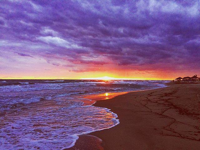 #sunrise #beach #sea #paradise #endofseason #endofsummer #hellas #greece🇬🇷