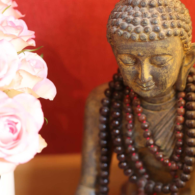 Das ist die Erfahrung der Stille und der Meditation: Man sieht sich selber! -