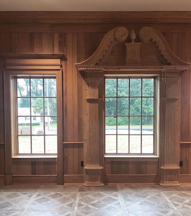 We used this antique wood surround at one of our commercial projects and it made all the difference! . . . . . . . . . . . .  #thehappynow #theartofslowliving #livebeautifully #myhousebeautiful #antiques #maketimefordesign #interiordesign #design #styleathome #showmeyourstyled #mybhg #elledecor #interiorinspiration #mytradhome #designinspo #clpicks #smploves #interiorstyle #ivymark #theartofliving #studiocourier #antiquearchitecture