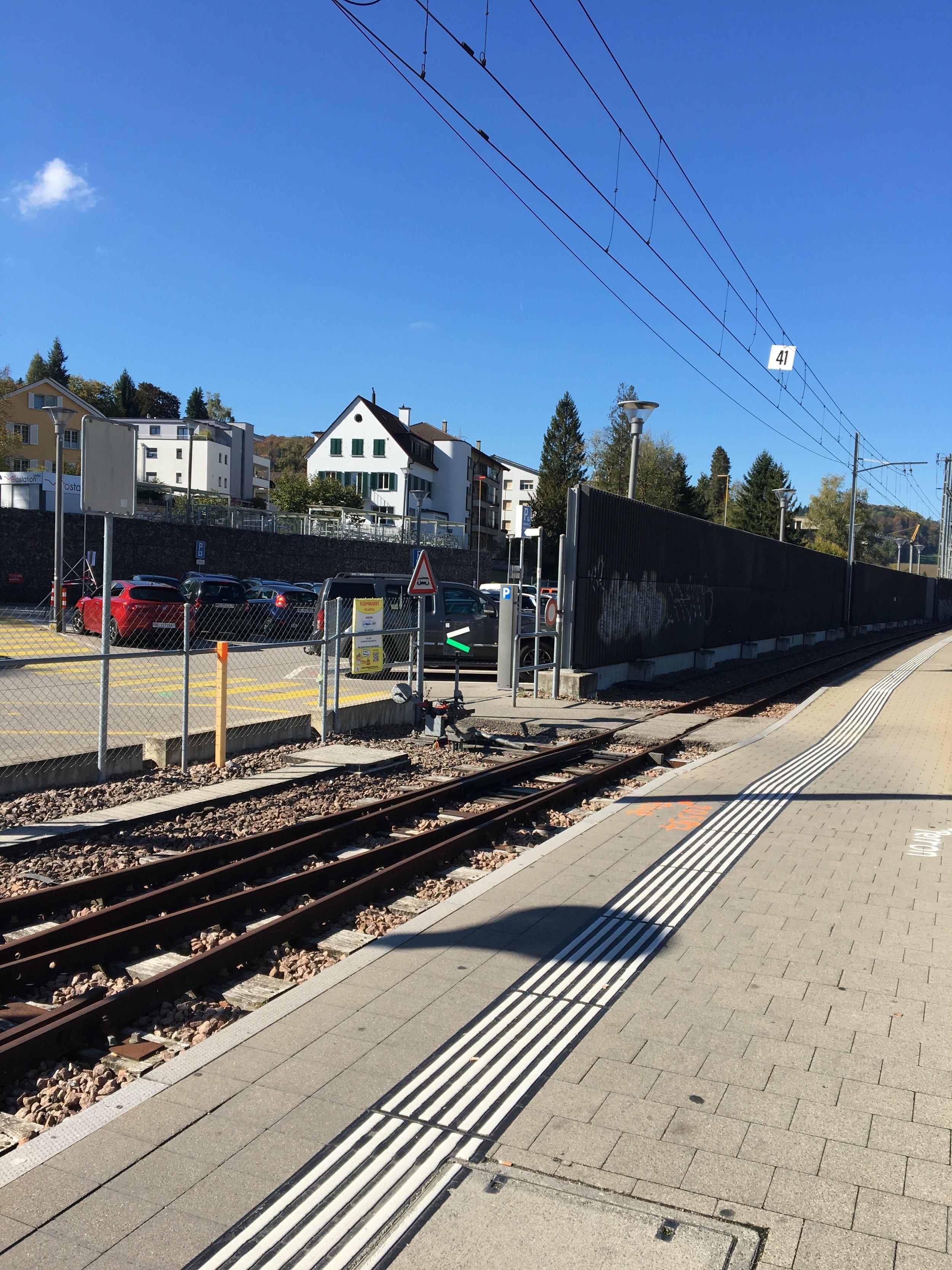 Kleiner Bahnübergang (Waldenburgerbahn) auf Gleis 4 nehmen...