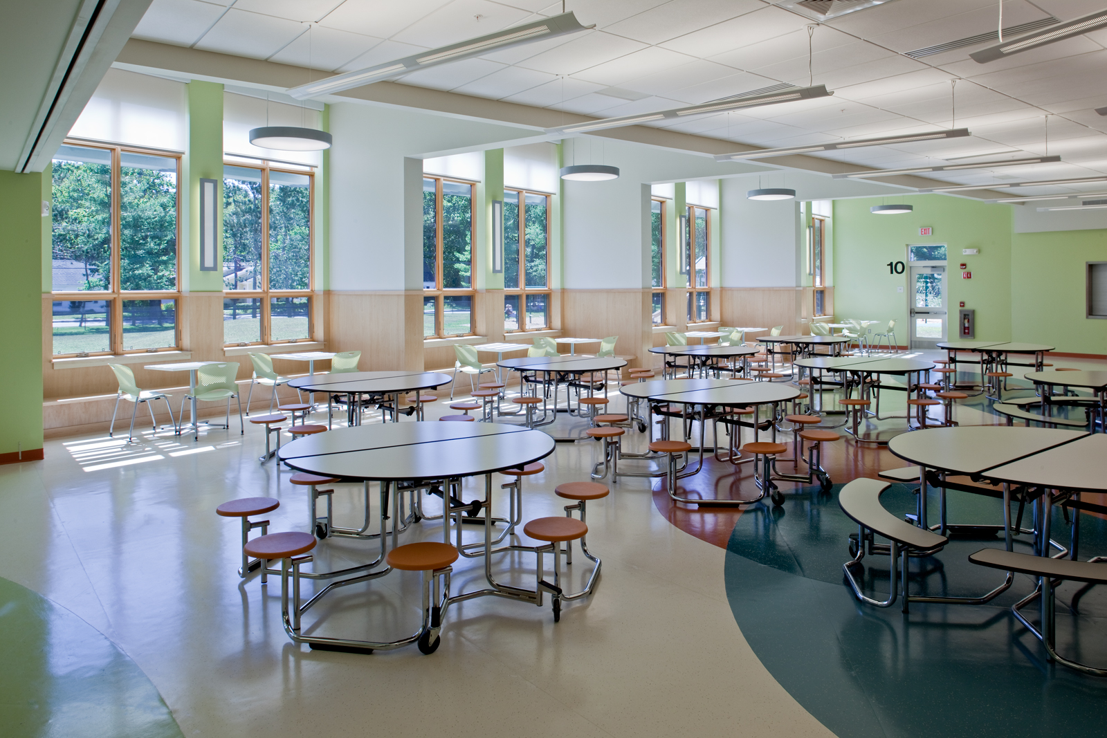 Perimeter benches and diversity of seating in the cafeteria break down the large room, as do views to the front playground and street.