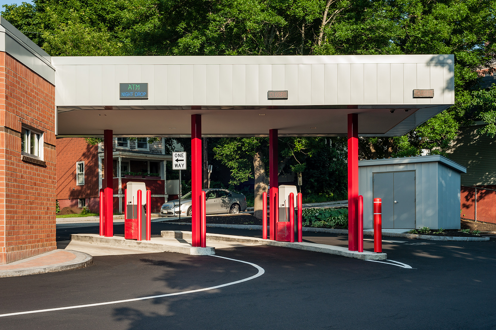 The drivethrough is tucked behind the building but is easy to navigate with its bright red columns.