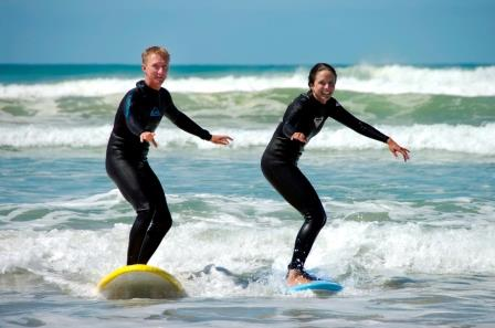 surf lessons couple.jpg