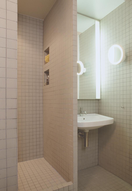 007__shower_1.jpg