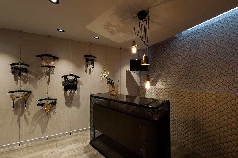 244_iria_degen_interiors_risque_boutique_zurich3.jpg
