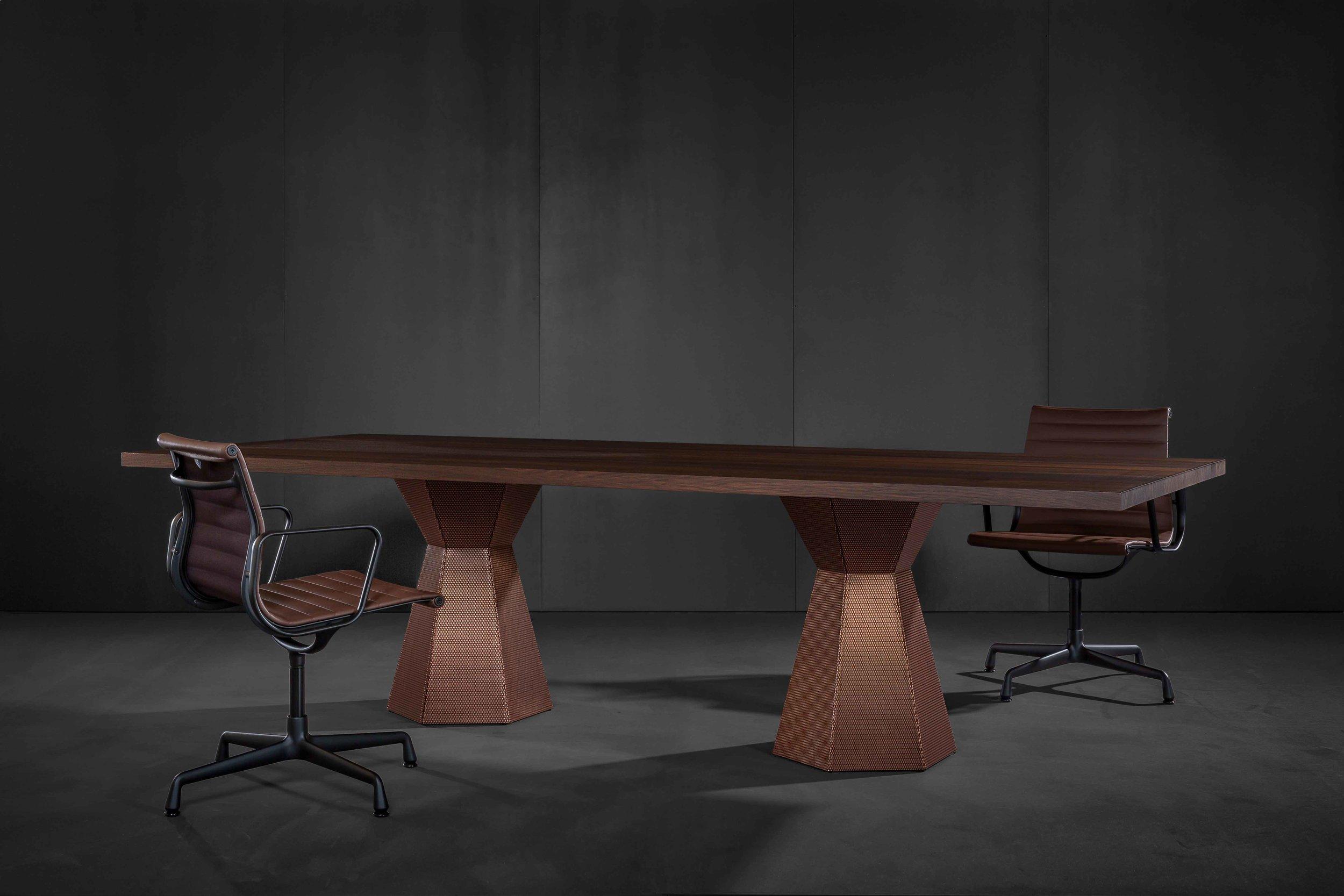 Tisch AVA by Iria Degen Interiors für Zoom by Mobimex ZbM_AVA_table1.jpg