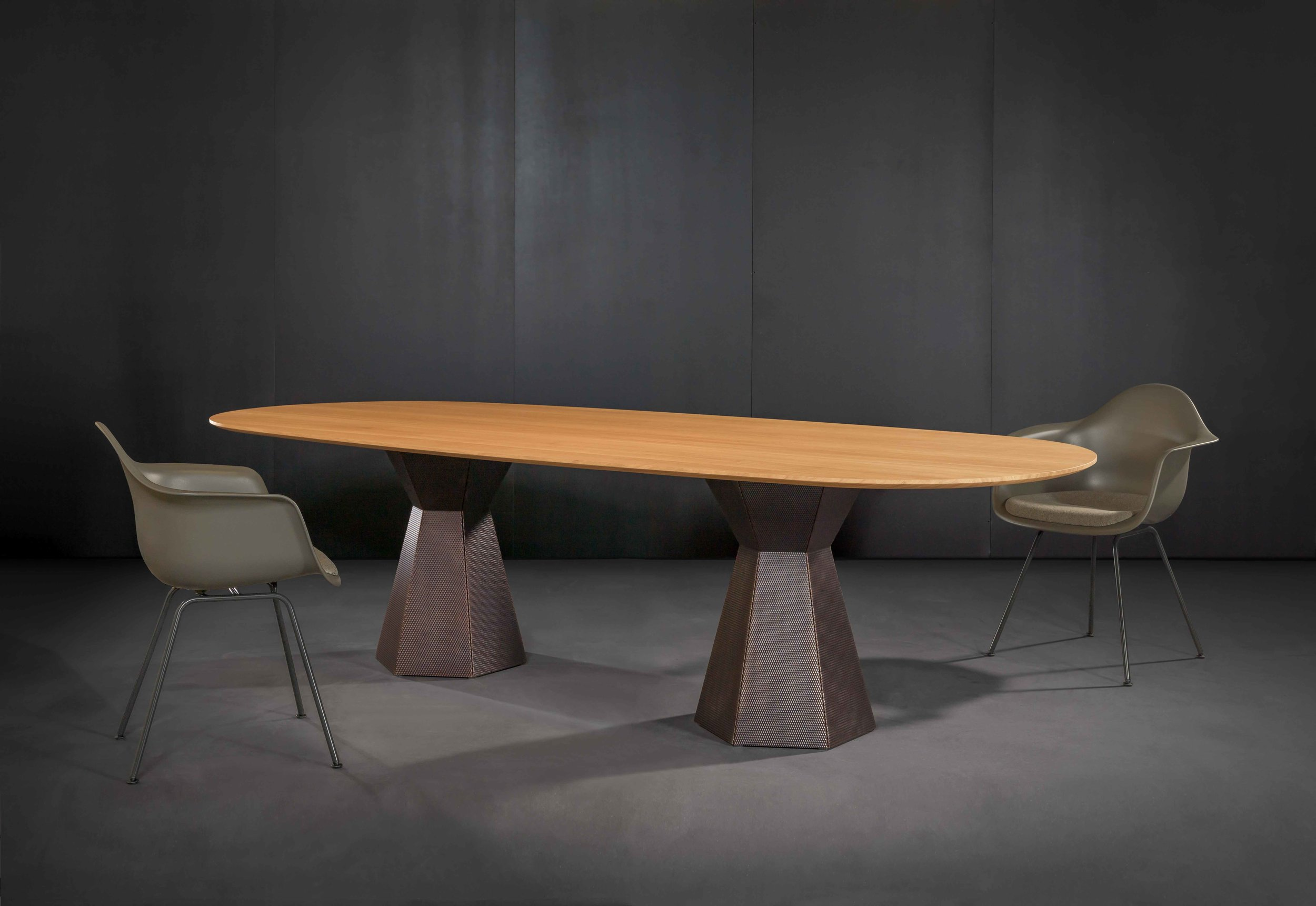Top Oak, raw wood effect lacquered / Edge K 79 / Base Nordic brown 7000