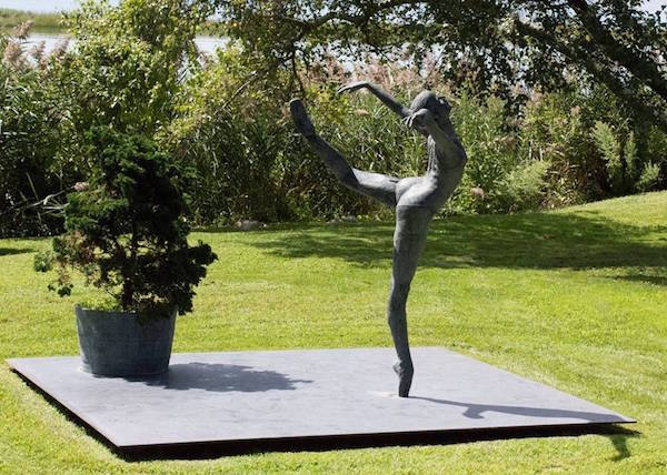 """…an innate sense for capturing motion…"" in bronze."