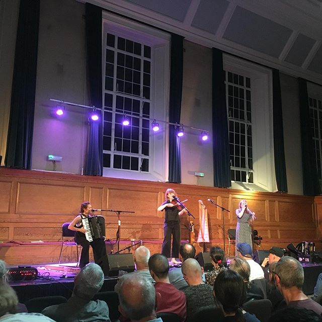 Loved performing at the London Folk Festival @cecilsharphouse...fantastic music from @salthousemusic, @hanread, @nick_hart_27 and many many more, and this incredible headline set from Lady Maisery @rheingansrowan @hannahclogbox @hazelaskewmusic  Many thanks to @folkonmonday x