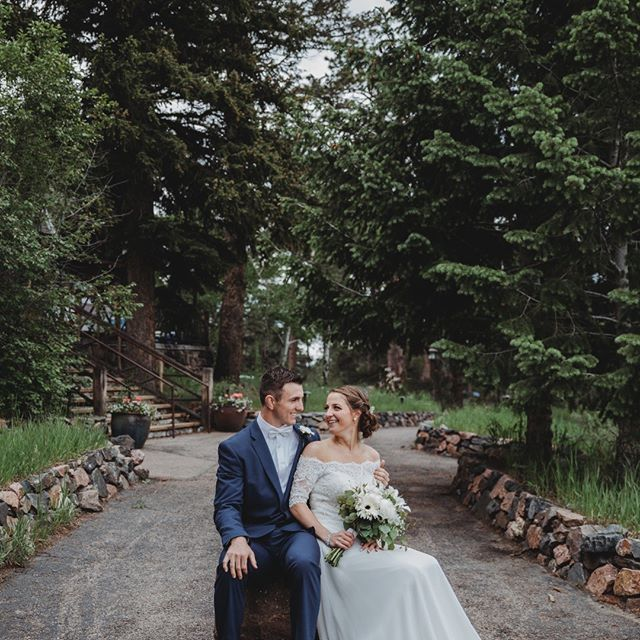 A gorgeous, chilly June wedding at Chief Hosa! Congratulations Annie & Zach! . . . . . . . #denverbrides #destinationwedding #golden #coloradowedding #coloradobride #brideandgroom #marriedinthemountains #weddingswithaview #weddingphotography #coloradophotographer #coloradoweddingphotographer