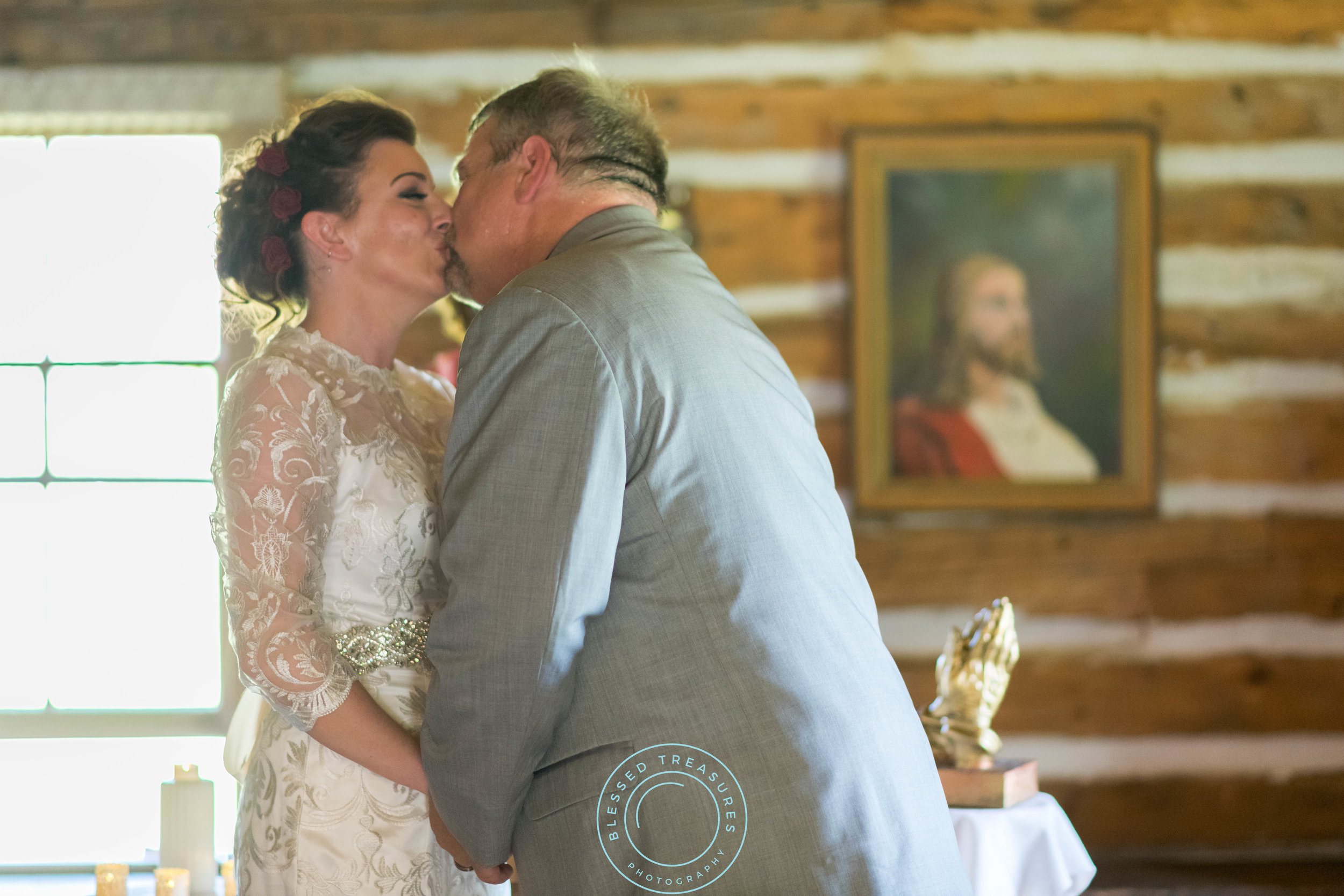 Mansfield township pioneer church crystal falls michigan bride and groom wedding ceremony the kiss