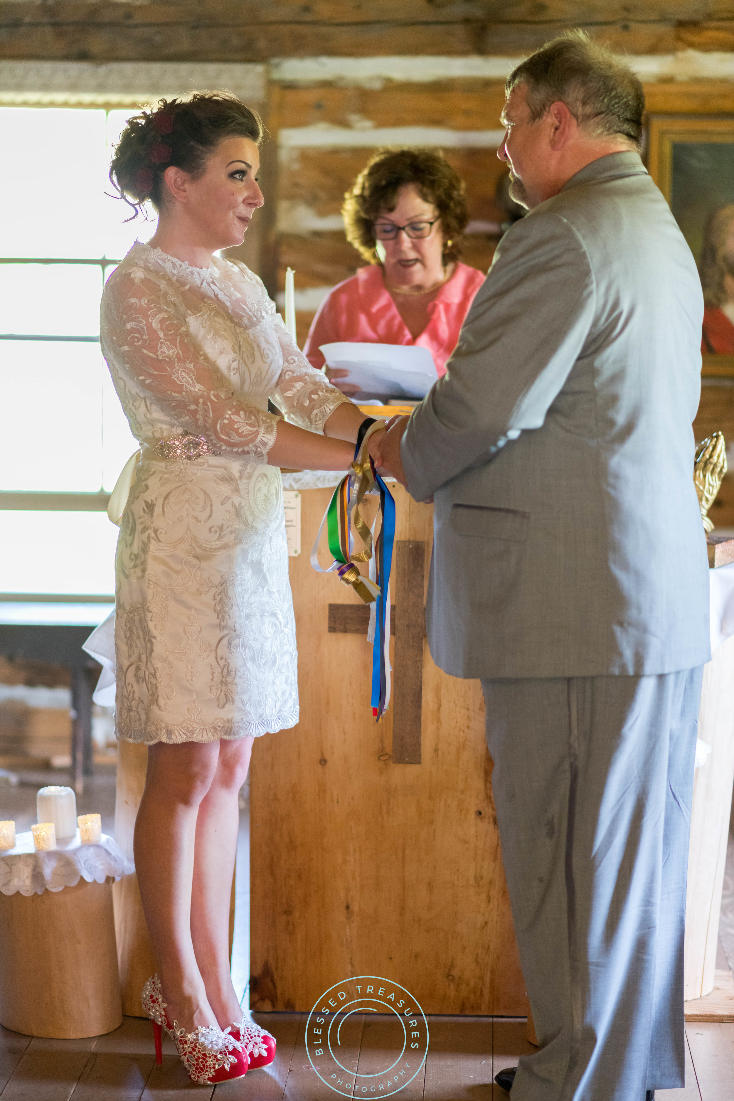 Mansfield township pioneer church crystal falls michigan bride and groom wedding ceremony celtic tradition tying the knot