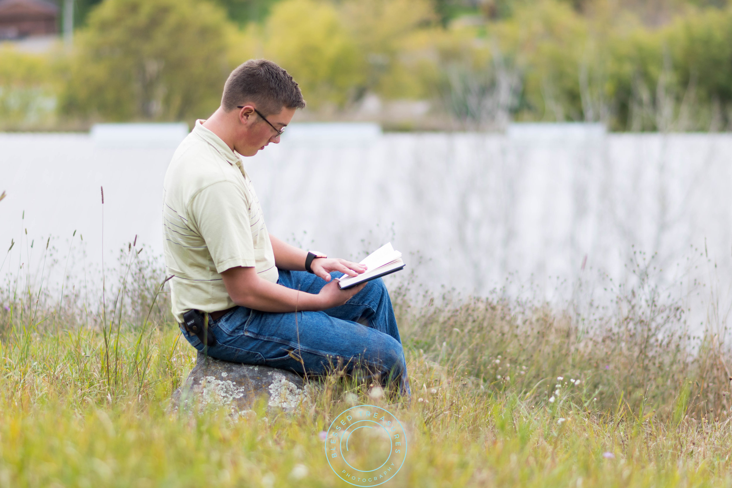 Andrew Navis senior session Iron Mountain Millie Hill bat lookout book worm field sitting on rock