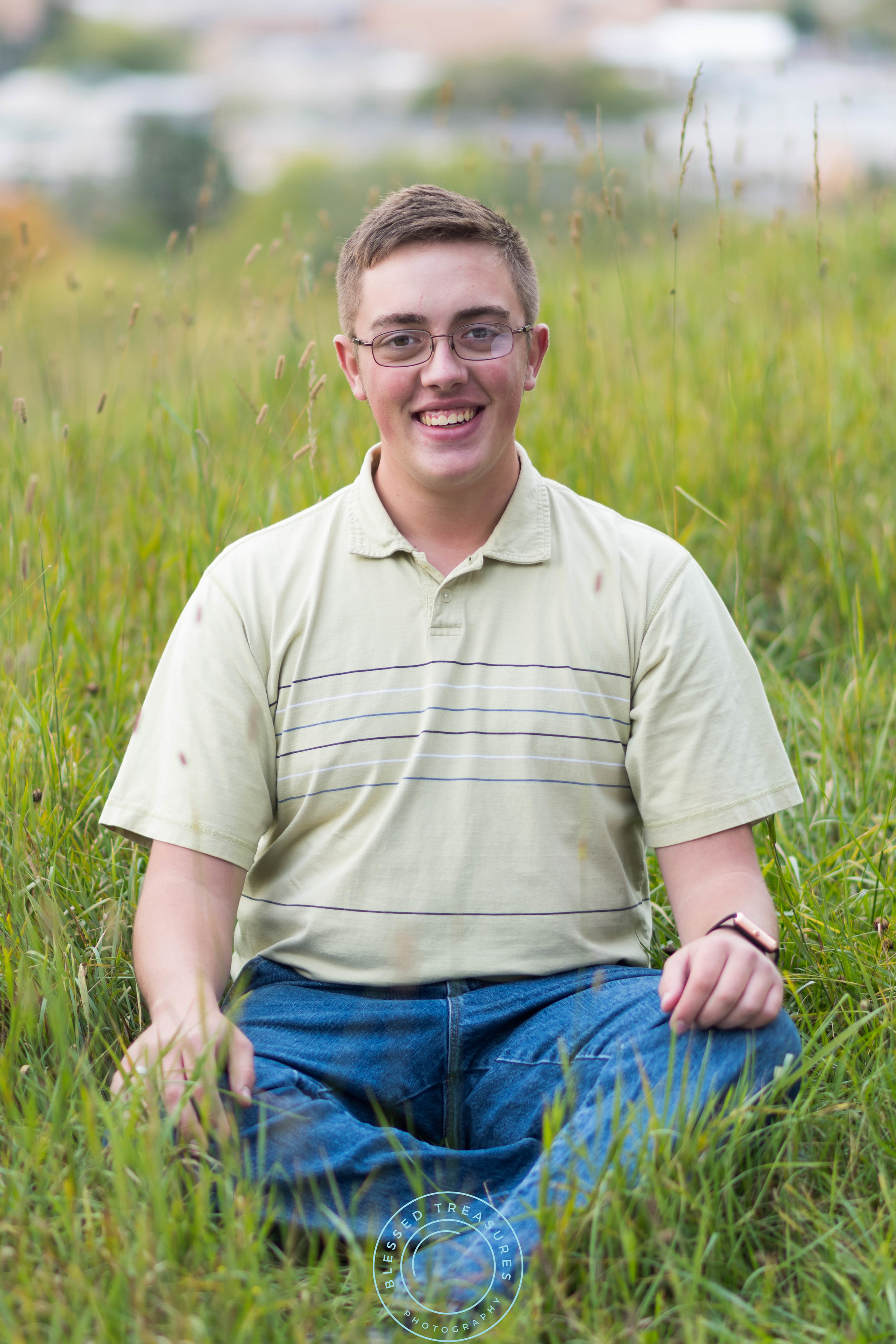 Andrew Navis senior session Iron Mountain Millie Hill bat lookout sitting in field