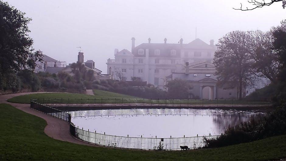 creepy mansion.jpeg