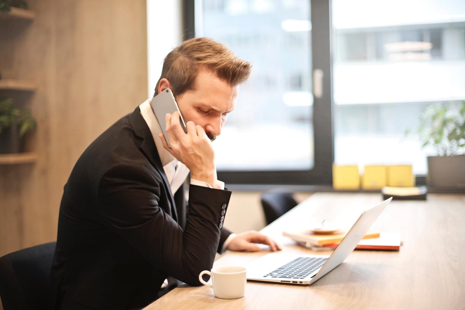 calling-cellphone-communication-859264.jpg