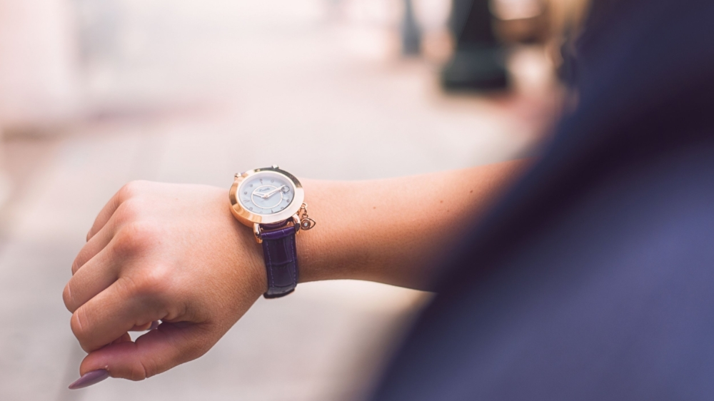 analog-watch-arm-girl-702165.jpg