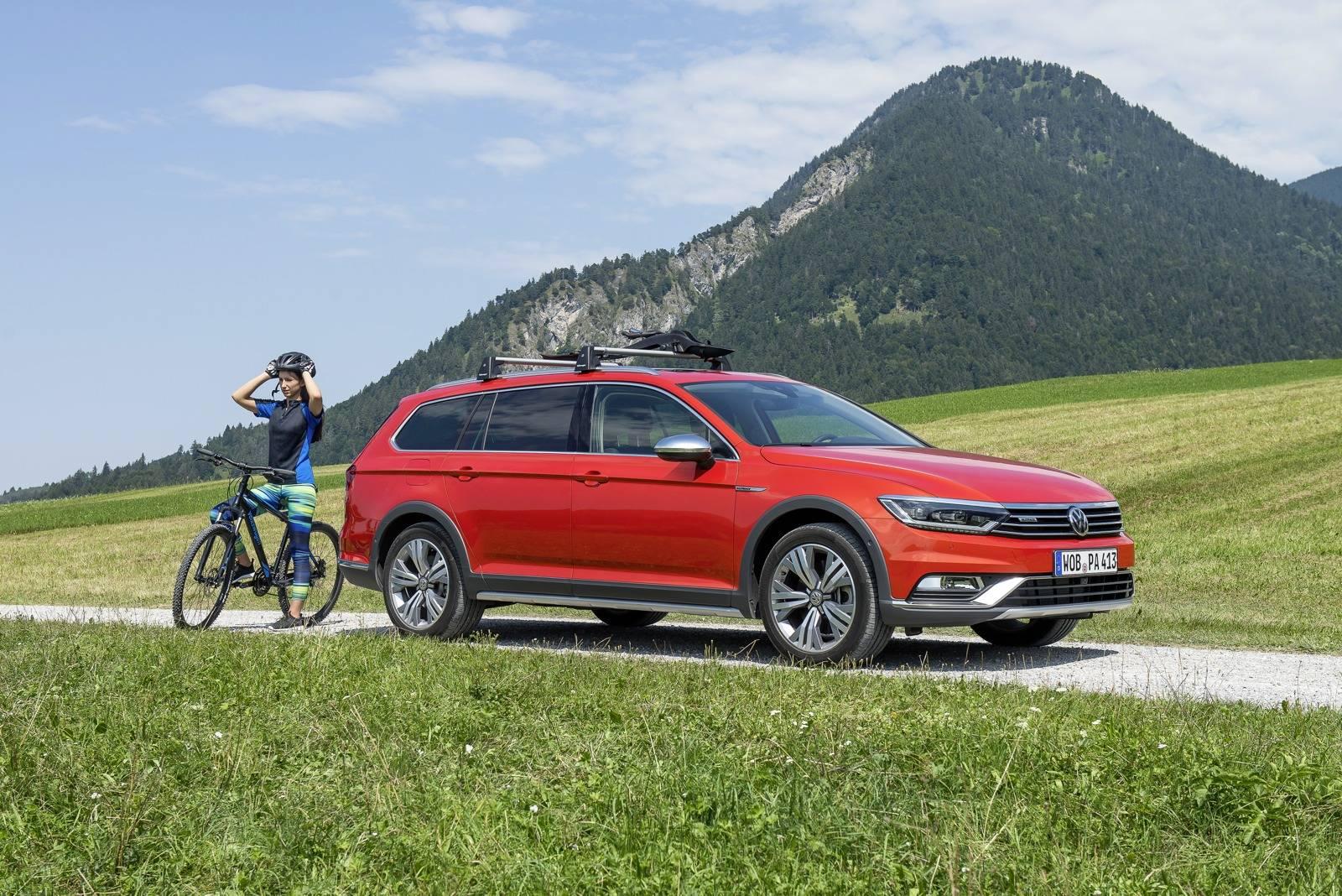 2016-VW-Passat-Alltrack-side-view.jpg