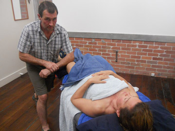 Russell Maylin, massage therapist. Giving massage in Parnell, Auckland office.