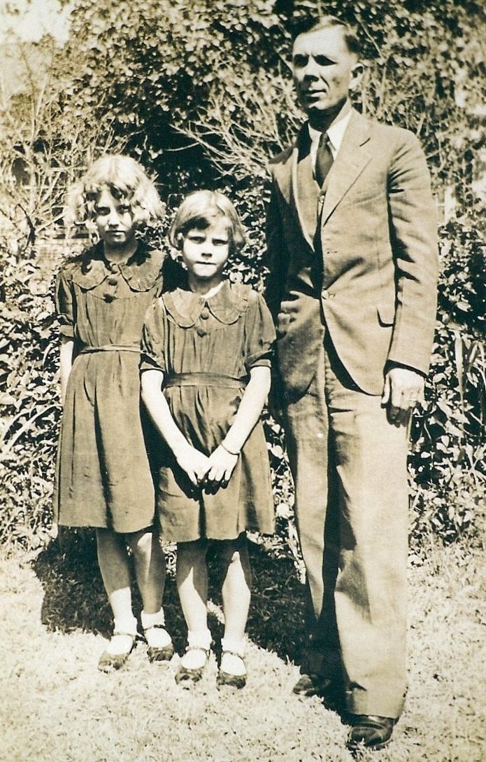 Dorothy, Grace and Max Voigt, Jr. (1).jpg