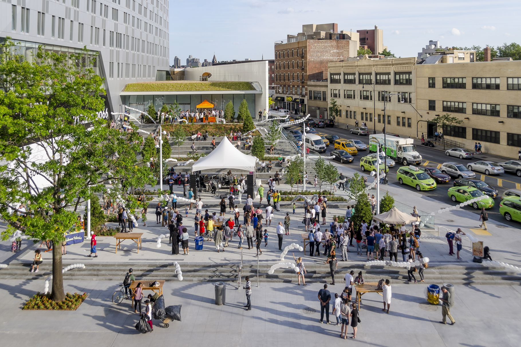 Two Trees Management Unveils 15,000 SF Public Plaza at 300 Ashland Place