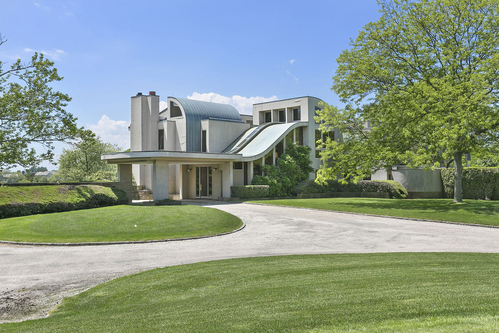 Tour The Grounds Of Morgan Hill Farm In Bridgehampton Which Just Sold For $14.9 Million