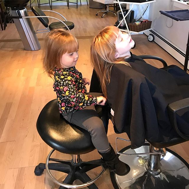 Mini stylists in training!😍💁‍♀️💇🏽‍♀️👭