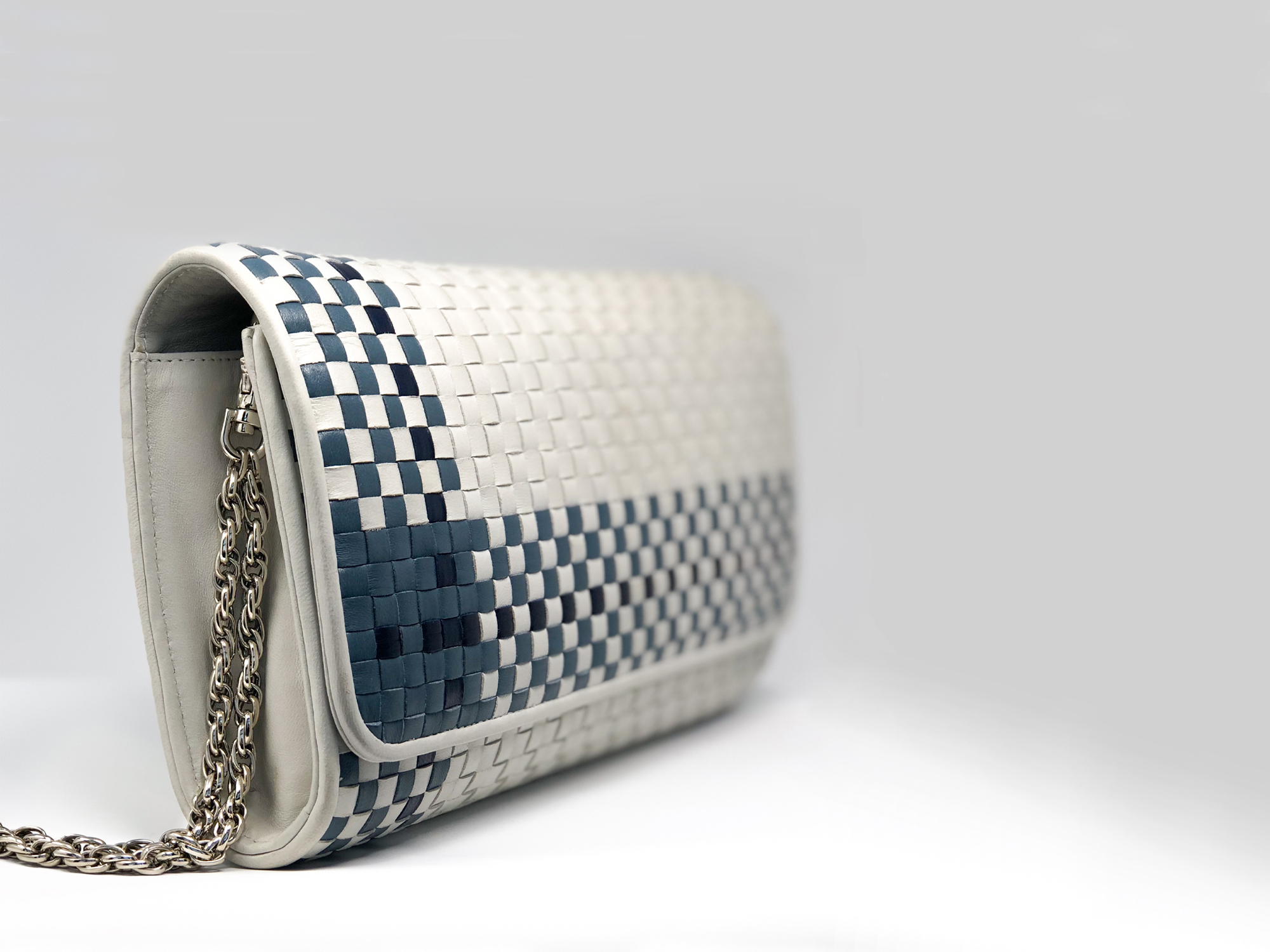 shoulderbag_woven_lambskin_blue_gray_crossbody.jpg