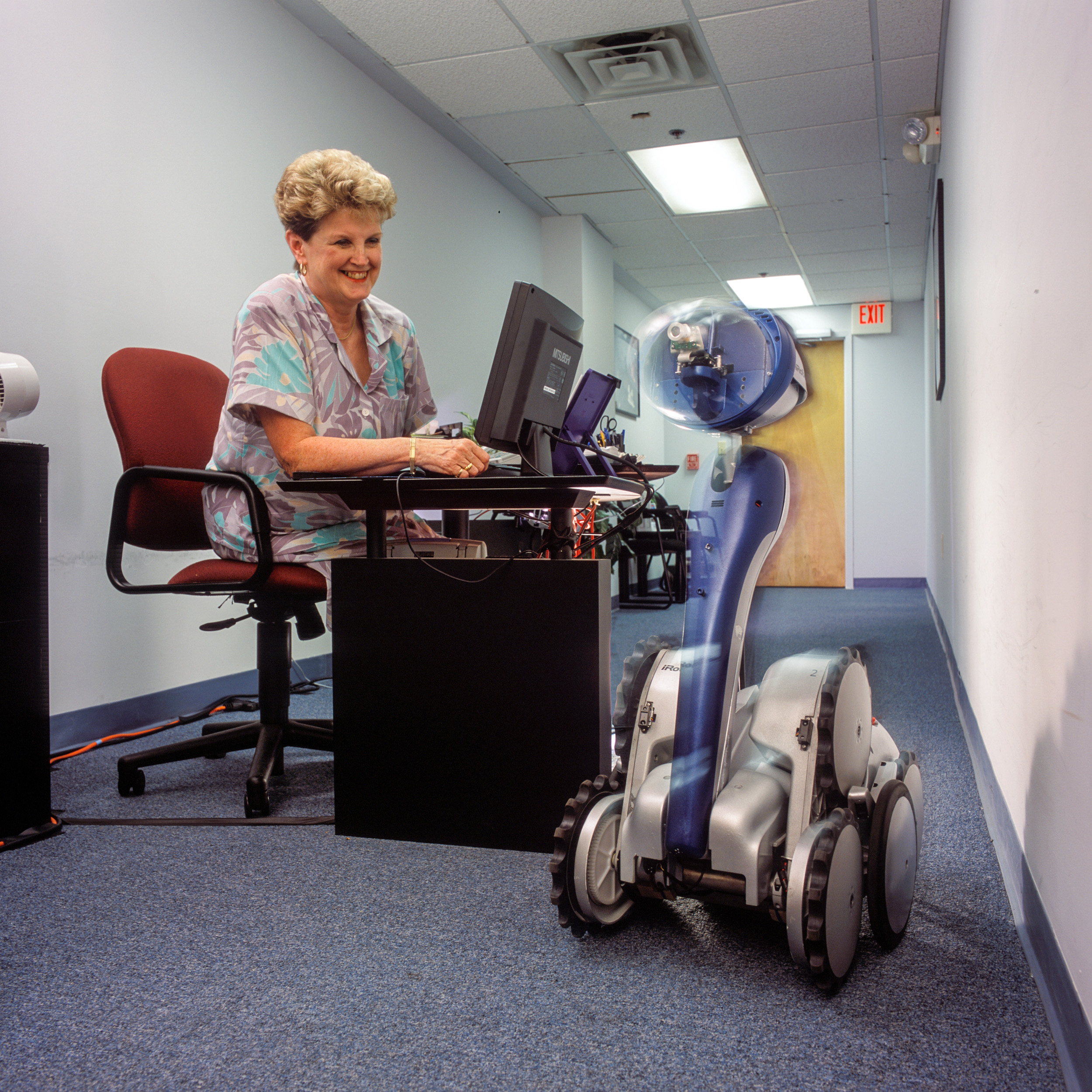 iRobot Office Helper_01.jpg