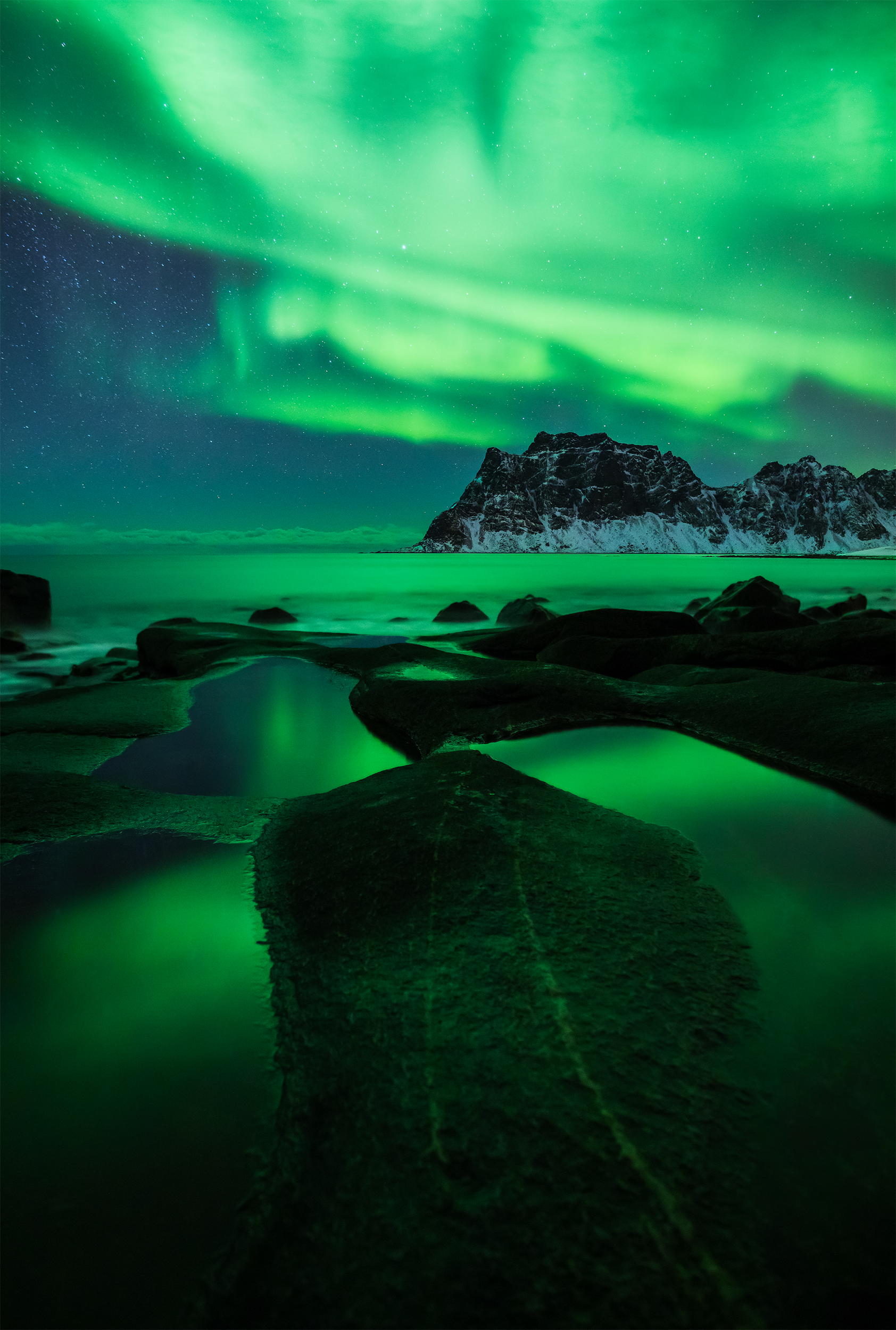 Uttakleive Aurora Vertical.jpg