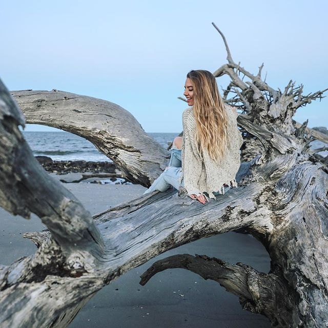 driftwood beach has been on my bucket-list for a long time. it did NOT disappoint. this island off the coast of georgia was so full of charm & natural beauty! i absolutely adored #jekyllisland @jekyllclub @jekyll_island