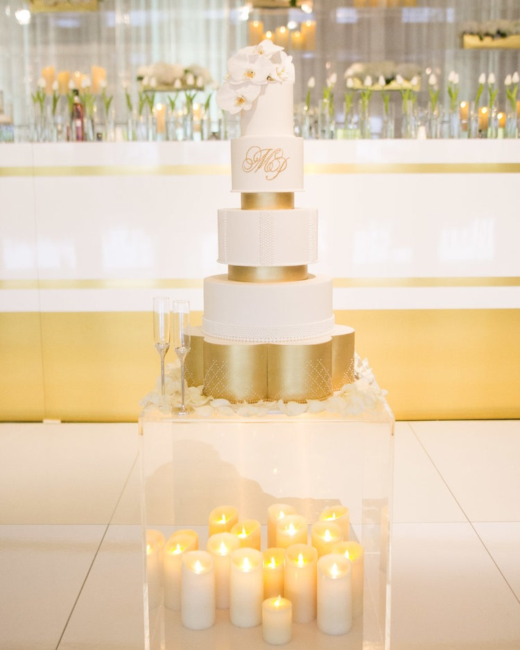 - CLEAR ACRYLIC CUBE CAKE TABLE